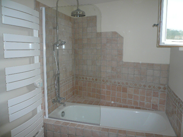 R alisations de id al habitat r novation am nagement de l for Amenagement salle de bain guerande